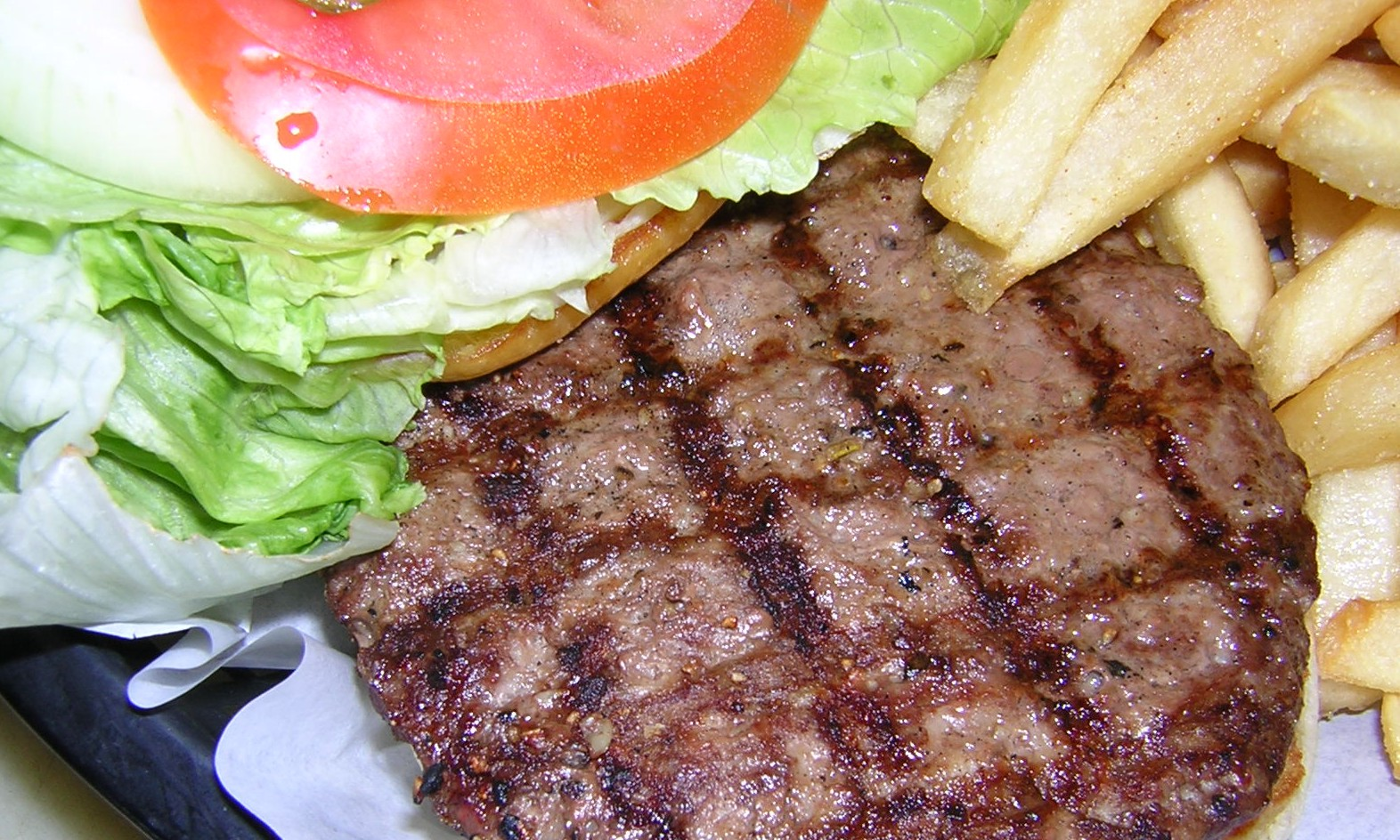 burger-tomoto-lettuce-french-fries